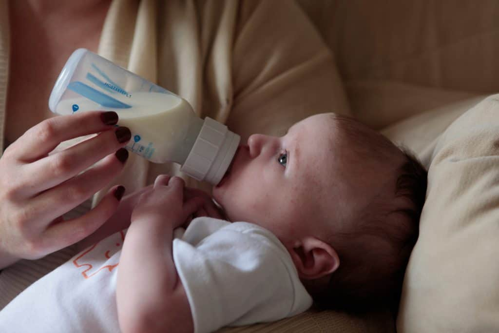 Feed Your Baby - Breastfeeding Or Bottle Feeding Your Baby